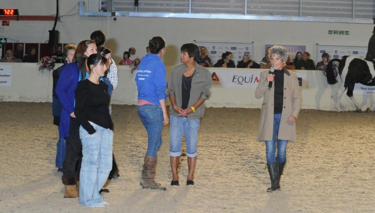 Lynn Russell in action at Equifest 750x426 - Lynn Russell Live presented by Equimax draws in the crowds at Equifest