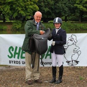 Mr Robinson of T & C Robinsons, presenting the saddle to winner Kirtsy Imm on behalf of The Worshipful Company of Master Saddlers