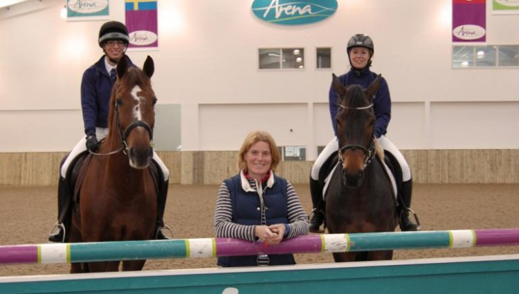 Ginnie Turnbull inside Bishop Burton Arena with students 750x426 - Bishop Burton College in sponsorship deal with top eventer Ginnie Turnbull