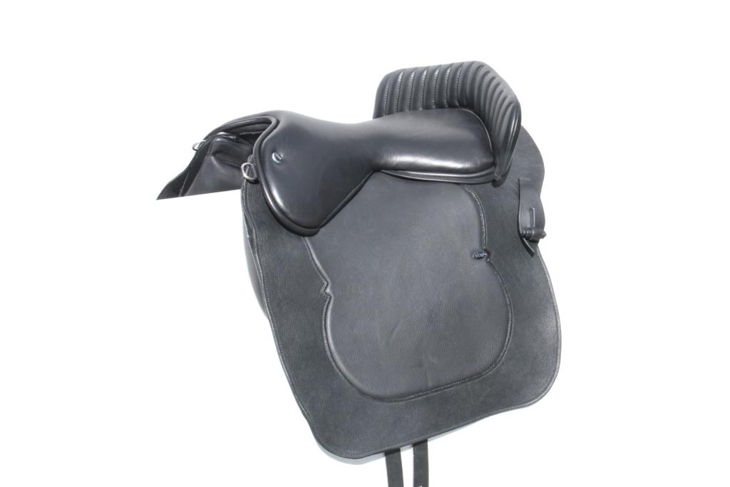 Baroque Seat Flap 1 - Need a saddle for a Lusitano or Andalusian horse? Then why not consider WOW's latest innovative saddle, the Baroque?