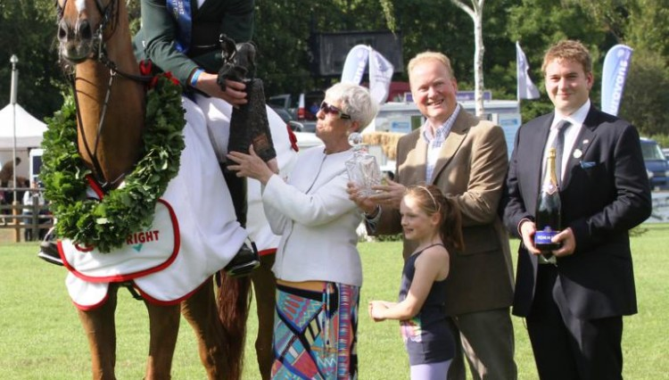 Paul Beecher Carpetright Hickstead c Samantha Lamb 750x426 - Beecher banks £35,000 top prize in the Carpetright Derby