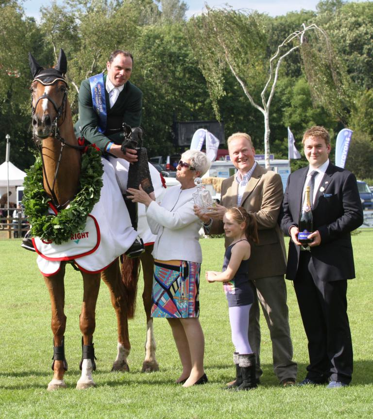 Paul Beecher Carpetright Hickstead c Samantha Lamb - Beecher banks £35,000 top prize in the Carpetright Derby