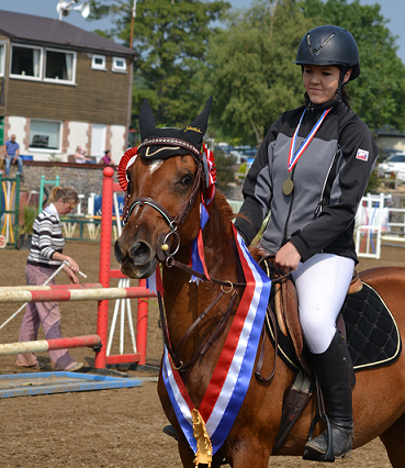 Shelby Johnstone and Bonnie 369x426 - Bonny and Bonnie give their young riders victory at Cricklands' Championships