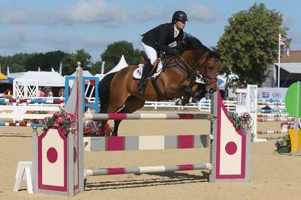 M4SC3466 CLASS 4 HORSE WARM UP 1.20M 436x291 - Jake Saywell wipes the board in the Senior Open Warm Up Classes