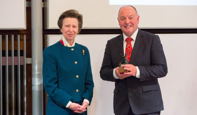 Dr Simon Curtis receiving the Sir Colin Spedding Award presented by HRH The Princess Royal President of the National Equine Forum  750x440 - Farrier Receives NEF Award