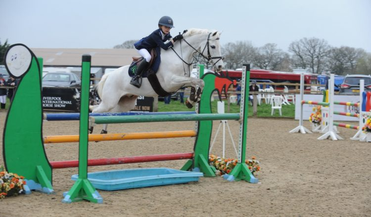British Showjumping 128 138 Handicap Special Tabitha Kyle Caher Silver 2 750x440 - British Showjumping Winter Pony Championships