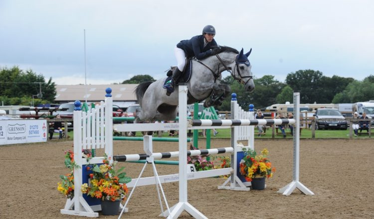 Beth Vernon Pewit Dezoito SouthView 750x440 - Beth Vernon takes the top spot in the Connolly's RED MILLS Senior Newcomers Second Round at SouthView Equestrian Centre