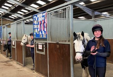 clapping 360x245 - Ponies (and their grooms!) from an equine rescue and rehoming centre show their support for our carers
