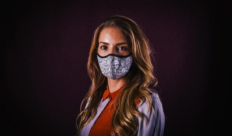WOW Face Masks 03 750x440 - Wear a mask with the WOW Factor