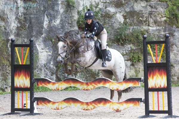 Holly Middlemass Domino 1st 85cm Ponies - Yorkshire Equestrian Centre