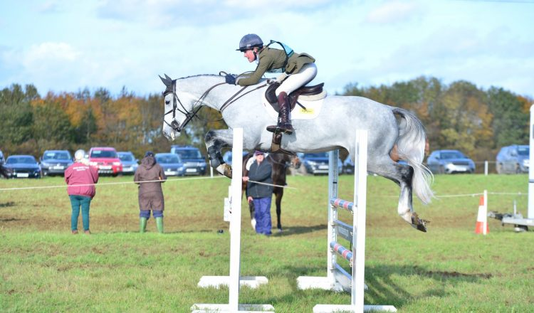 Eliza Stoddart and De Pleasure in the show jumping 750x440 - Eliza Stoddart Defends Five-Year-Old Championship at Oasby