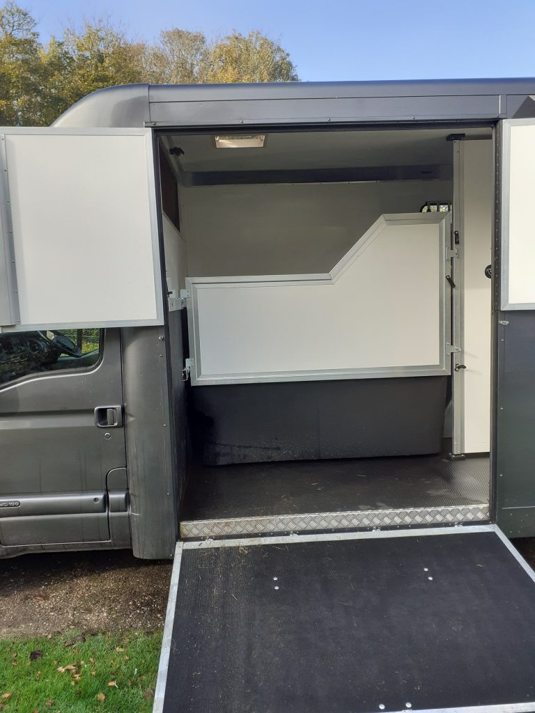 horsebox 7 768x1024 - For Sale : Renault Master 3.5T