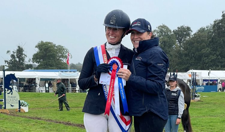 Jodie Amos receives her prize from British Eventings Helen West 750x440 - Top Class Competition